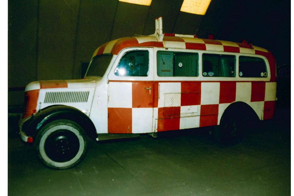 Später kam das Fahrzeug mit dieser Lackierung zu DDR-Zeiten auf dem Flughafen in Kamenz zum Einsatz. Und so hatte ihn Zeitsprung auch bekommen.