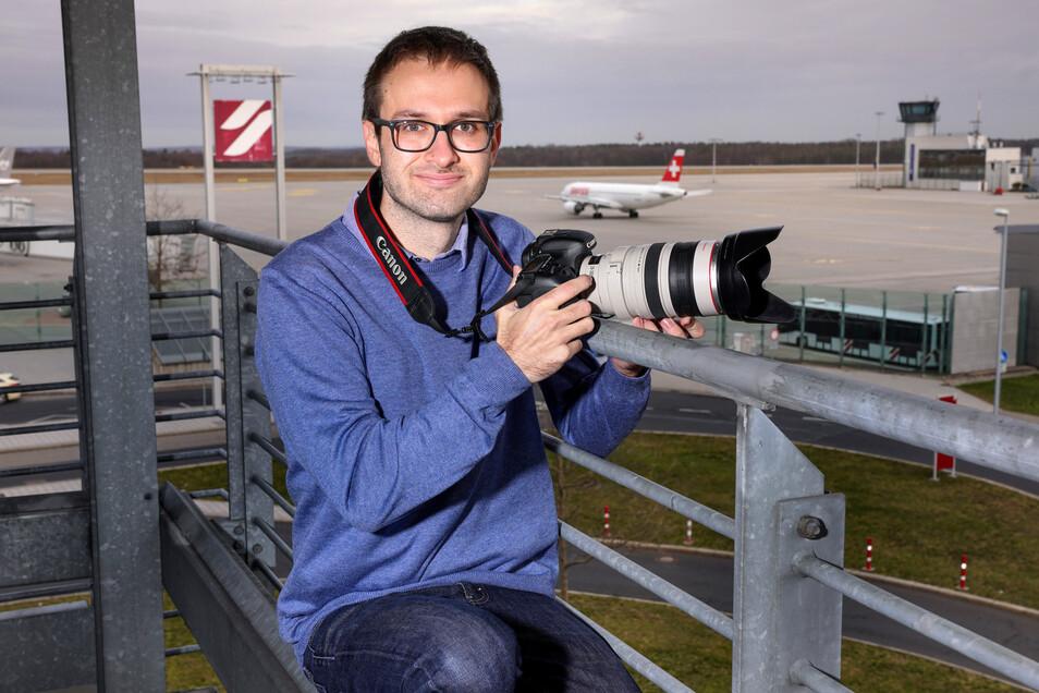 Vom Parkhaus am Dresdner Flughafen aus hat Martin Rogosz den besten Blick - und keine Scheibe vor der Nase.