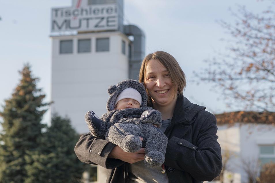 Susann Mütze führt seit fünf Jahren die Kamenzer Traditions-Tischlerei der Familie. 2020 wurde sie zum ersten Mal Mutter.