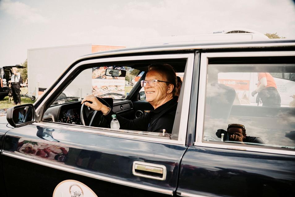 Prominenter Teilnehmer: Wolfgang Lippert fährt in einer DDR-Staatskarosse mit.