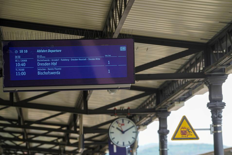 Die Bahnsteige des Bautzener Bahnhofs sind mit neuen Anzeigentafeln ausgestattet worden.