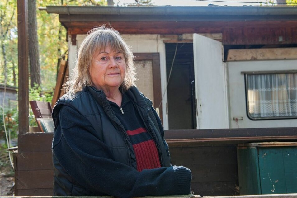 Margita Weiße aus Coswig hatte hier seit 35 Jahren in Zschorna ihr Hüttchen. Jetzt baut die 70-Jährige ab.