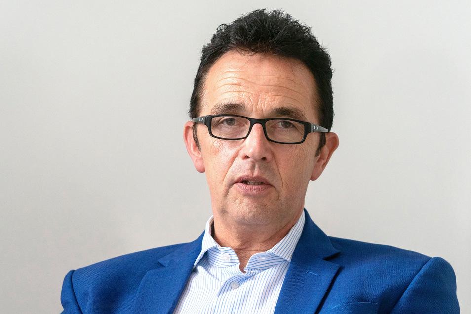 Christoph Landscheidt (SPD), Bürgermeister von Kamp-Lintfort, hat seinen Wunsch nach einem Waffenschein bekräftigt. Er werde seit geraumer Zeit aus der rechten Szene bedroht, teilte er mit.