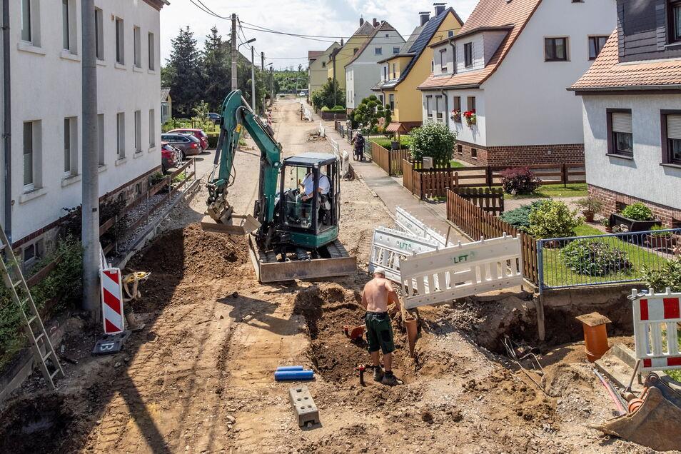 In der Blücherstraße und einem Teil der Wiesenstraße in Keuern sind die Bauarbeiten am Trink- und Abwassernetz nahezu abgeschlossen. Dann werden die Leitungen von anderen Versorgungsträgern in diesem Bereich verlegt.