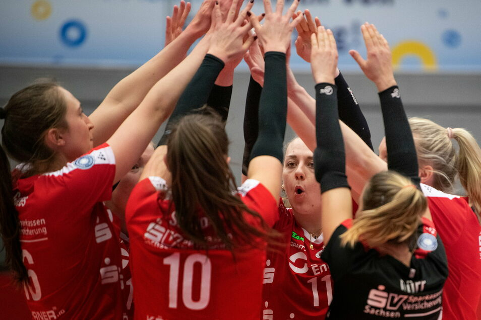Die Volleyballerinnen des Dresdner SC gewinnen auch gegen Wiesbaden. Dass es diesmal etwas länger dauert, hat der Trainer einkalkuliert.