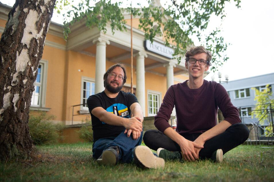 Die Dresdner Arbeiterkind.de-Gruppe trifft sich regelmäßig im Studentenclub Wu5 am Tusculum. Matthias Schüssler (l.) und Joshua Nowak laden dazu ein. Foto: