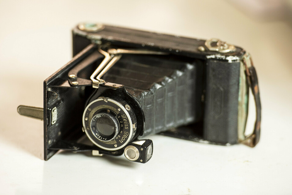 Auf allen Schlachtfeldern dabei gewesen: Marcel Weises Klappkamera von Zeiss Ikon. Der Apparat kostete damals 28 Reichsmark. Es liegt sogar noch ein Film darin.