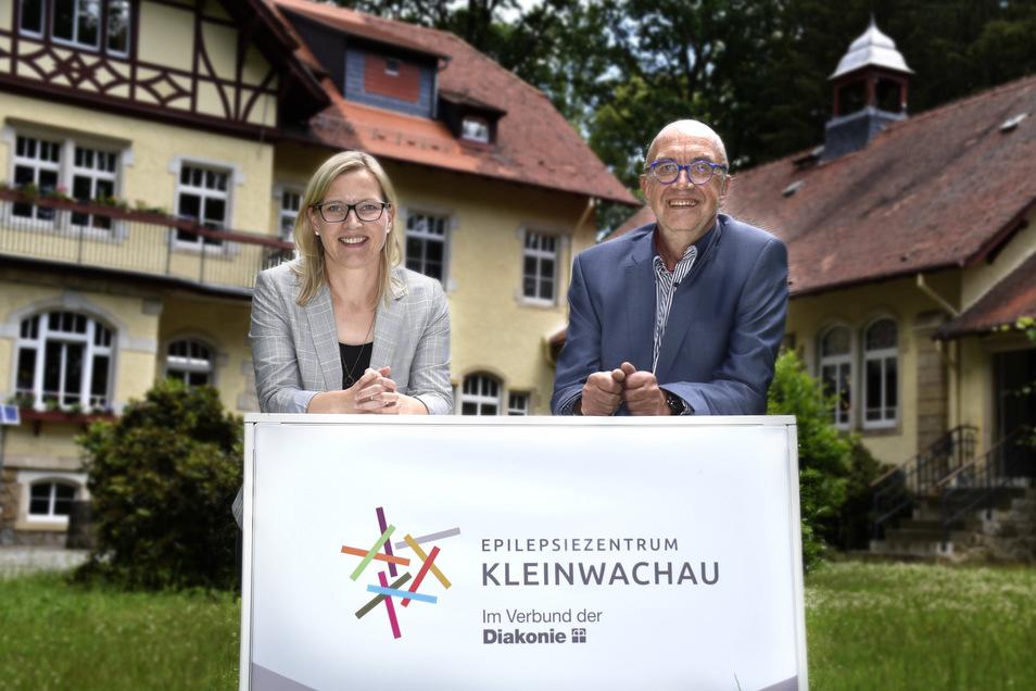 Auf Martin Wallmann folgt Sandra Stöhr. Sie ist die neue Geschäftsführerin des Epilepsiezentrums in Kleinwachau. Die Einrichtung ist jetzt am neuen Logo erkennbar: farbenfroh und lebendig.
