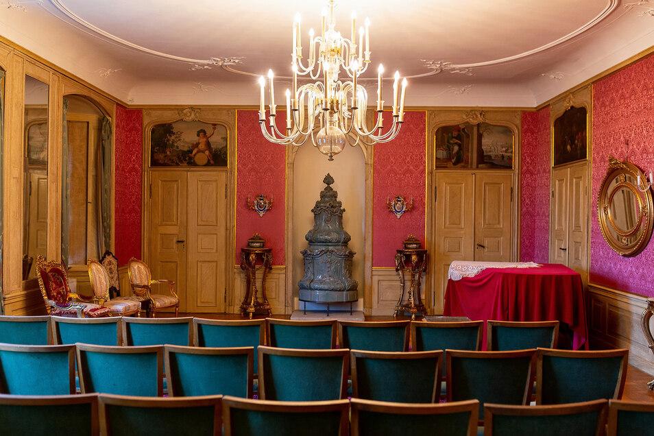 Der Festsaal von Schloss Nöthnitz wird mindestens viermal im Jahr wieder für Veranstaltungen geöffnet sein.