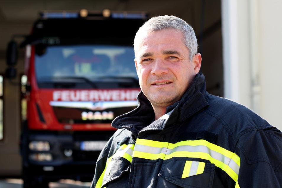 Jan Schmaler ist der Ortswehrleiter der Freiwilligen Feuerwehr Schwarzkollm.