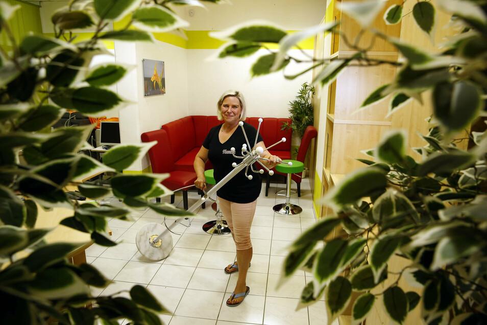 Vereinschefin Nancy Wippich in den neuen Räumen, die für die Tanzwerkstatt umgebaut werden sollen.