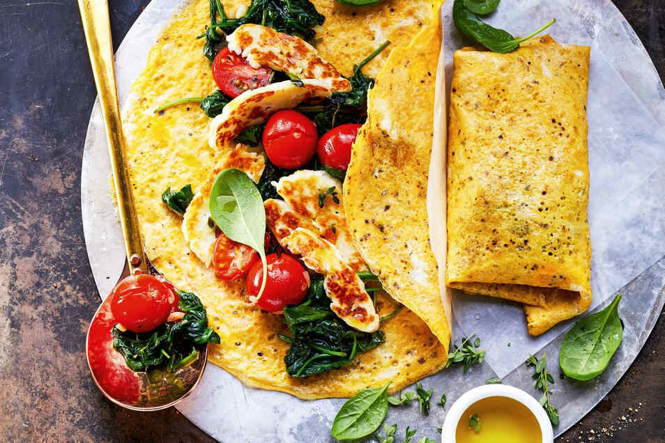 Ein mit Spinat und Grillkäse gefülltes Omelett gehört zu den Favoriten der Kochbuchautorin Inga Pfannebecker.
