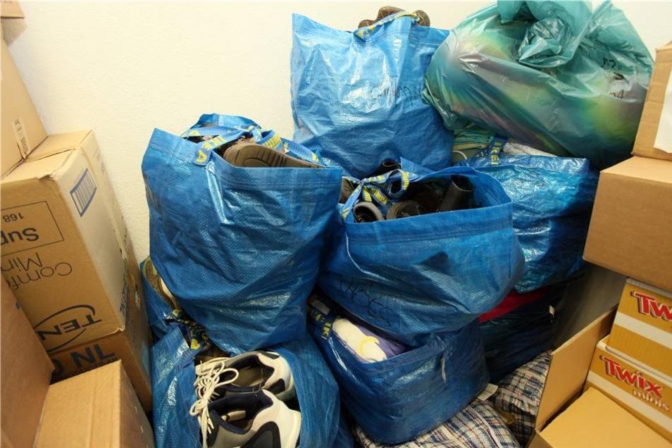 Besonders Schuhe werden in den Flüchtlings-Camps dringend benötigt.