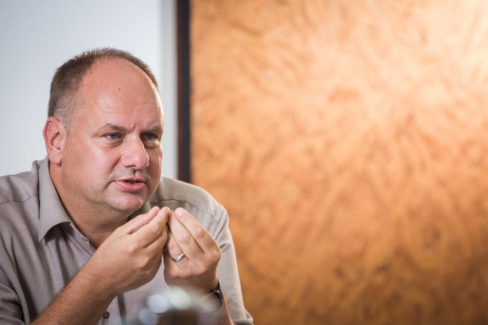 Oberbürgermeister Dirk Hilbert sieht in Geisterspielen eine hohe Infektionsgefahr.