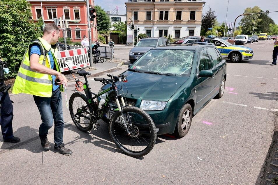 Bei dem Unfall in Heidenau wurde der Radfahrer schwer verletzt.