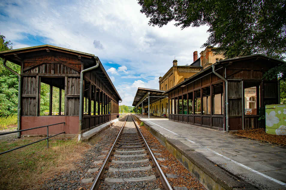 Zu den Gleisen führt in Leisnig eine Unterführung. Die einst sehenswerte Überdachung kann die Bahn jetzt herrichten lassen. Dafür gibt es Geld vom Bund.