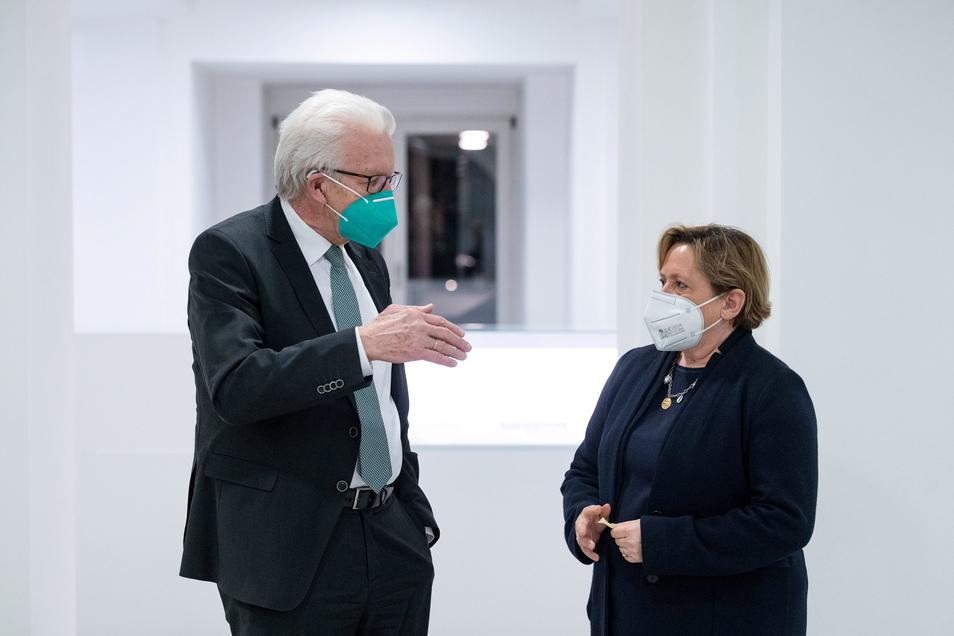 """""""Eine Politik der ruhigen Hand ist gut, sie sollte dabei aber nicht einschlafen:"""" Winfried Kretschmann (Bündnis 90/Die Grünen, l) und Susanne Eisenmann (CDU) sind Koalitionspartner in Baden-Württemberg."""