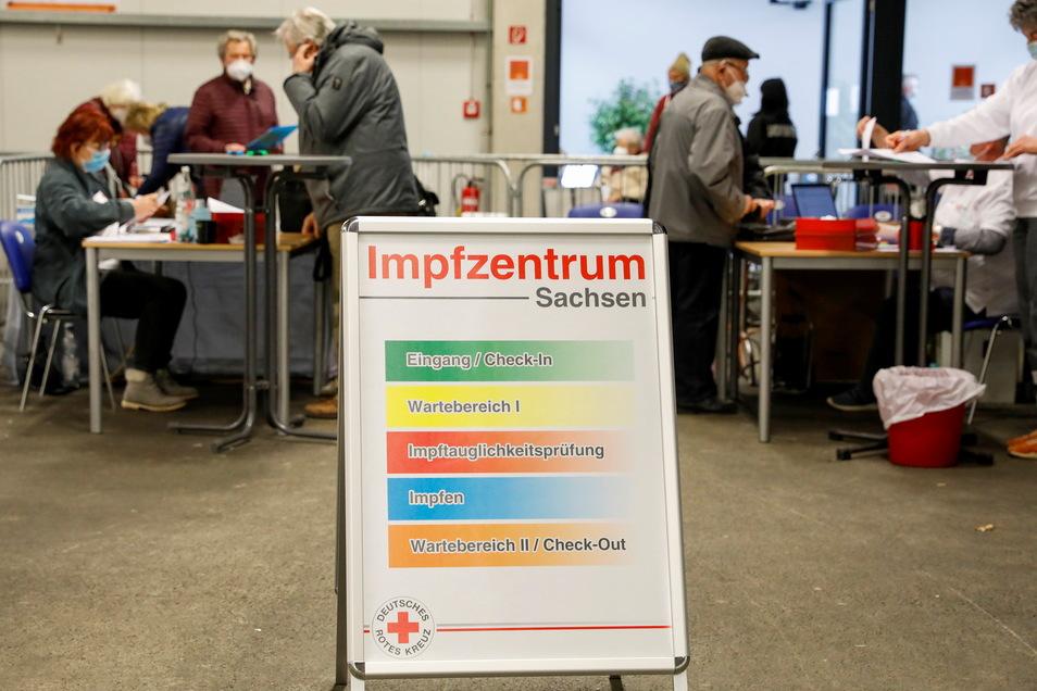 Im Impfzentrum Löbau hat am Montag ein 62-Jähriger die Polizei auf den Plan gerufen.