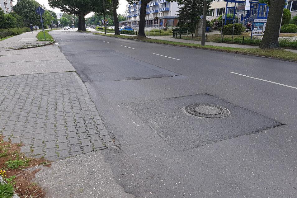 Die Oberfläche der Käthe-Niederkirchner-Straße wird im September auf rund 280 Meter Länge erneuert. So wie hier an der Zufahrt der inneren Claus-von-Stauffenberg-Straße sollen auch die Anschlüsse betrachtet werden.