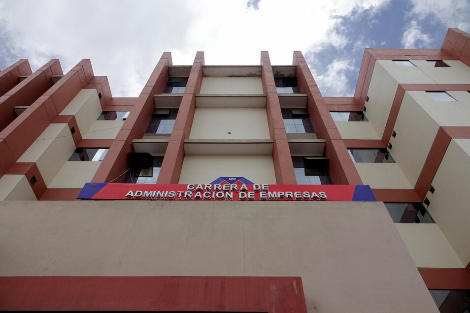 Bei Tumulten in einer Universität in Bolivien sind mindestens sechs Studenten nach einem Sturz aus dem fünften Stock ums Leben gekommen.