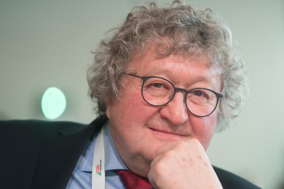 Der emeritierte Dresdner Politikprofessor Werner J. Patzelt wird Gastdozent an einem Kolleg in Budapest, das die ungarische Regierung mit einem Milliardenvermögen ausgestattet hat.