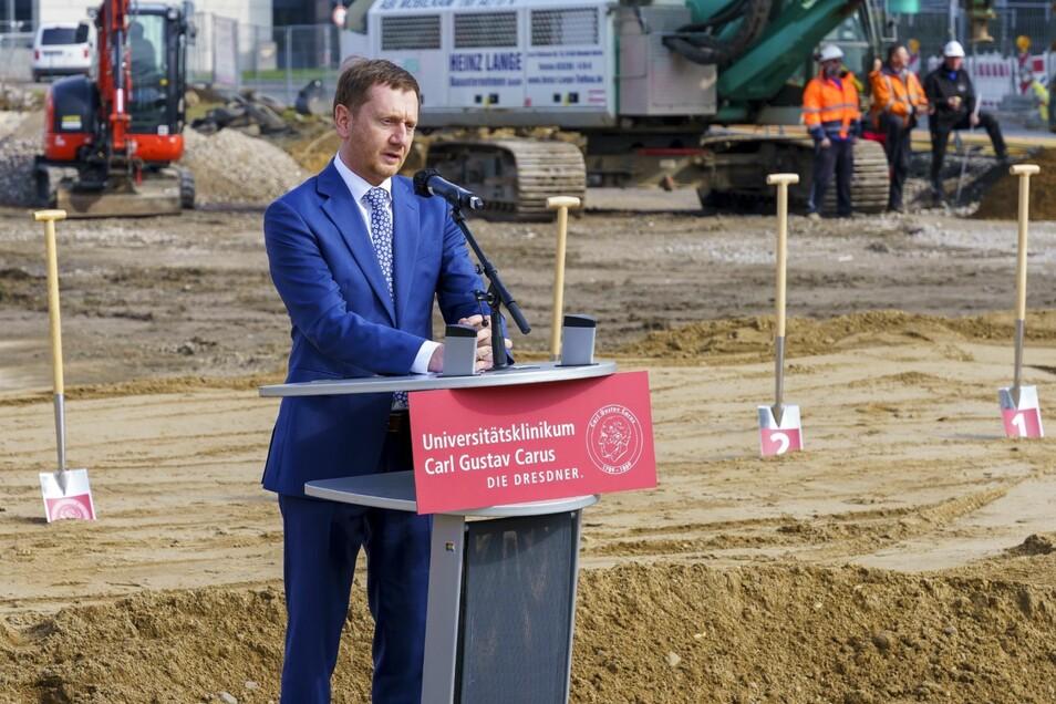 Ministerpräsident Michael Kretschmer hob die Leistung der Uniklinik hervor, auch in der Corona-Krise.