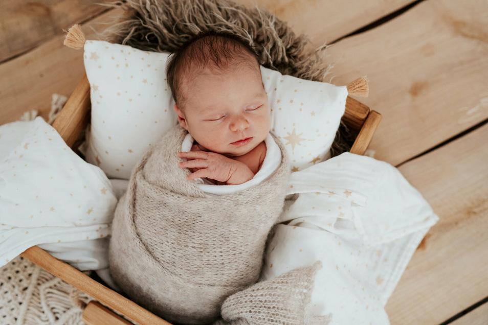 Amalia Kröhnert, geboren am 10. Juli, Geburtsort: Dresden, Gewicht: 3.430 Gramm, Größe: 50 Zentimeter, Eltern: Susanne Kröhnert und Oliver Winkler, Wohnort: Radeberg
