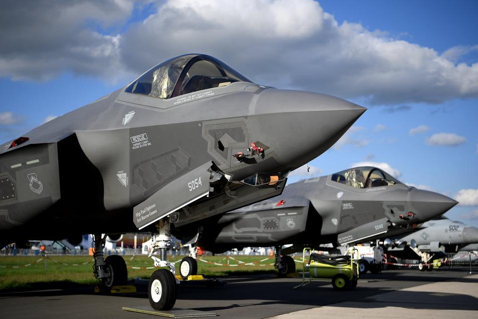 Die USA haben erneut Luftangriffe auf Ziele im Irak und in Syrien geflogen.