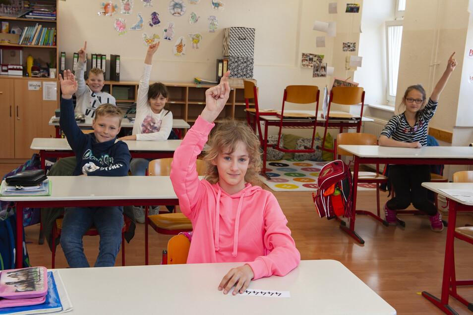 Endlich wieder zurück: Leokadia, Manuel, Suki, Paul und Jette aus der ersten Großenhainer Grundschule haben am Mittwoch sichtlich gern am Unterricht teilgenommen.