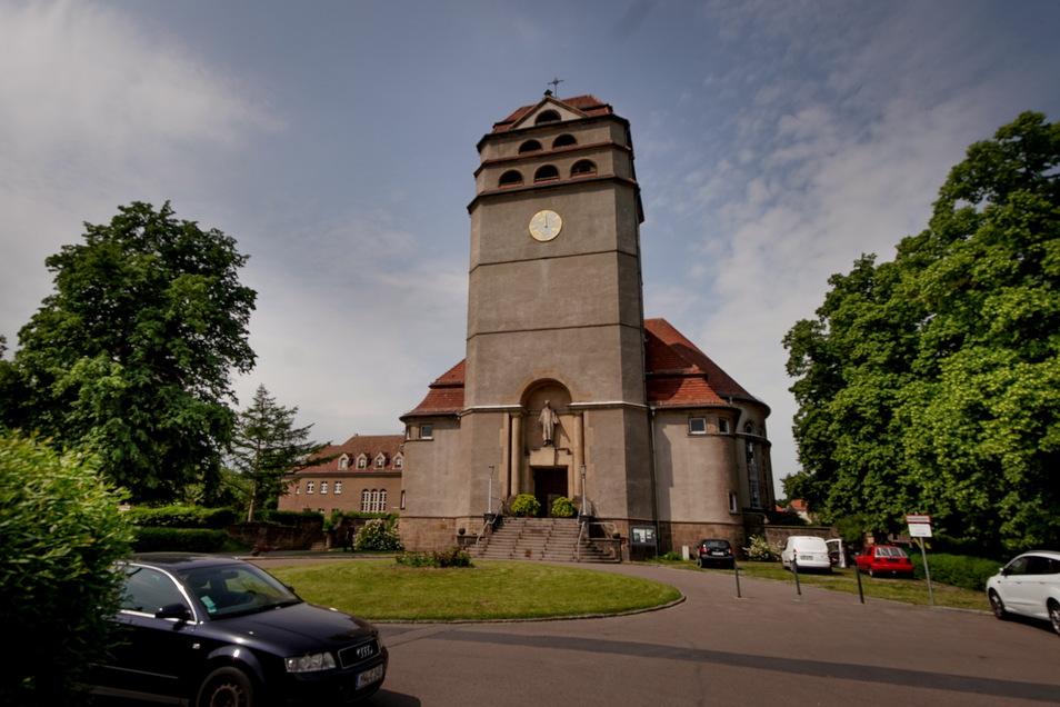 Die Heilandskirche an der Tonbergstraße wurde 1927 eingeweiht. Der Innenraum wurde jüngst aufwändig saniert.