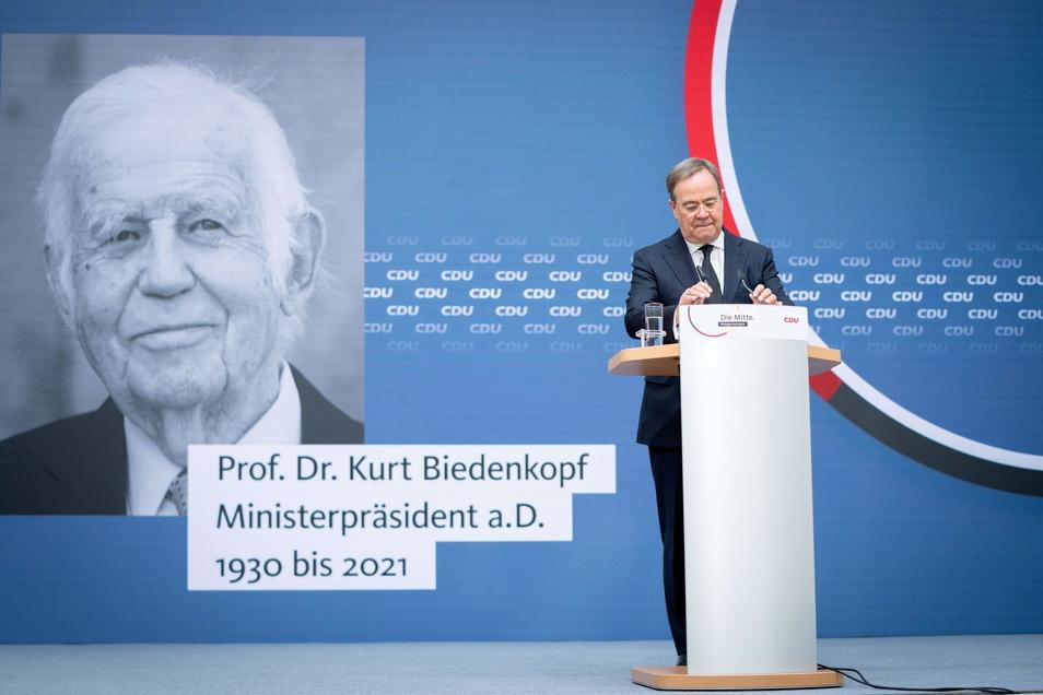 Armin Laschet spricht im Konrad Adenauer Haus, der CDU-Parteizentrale, zum Tod des ehemaligen sächsischen Ministerpräsidenten Kurt Biedenkopf (CDU) in einem Live-Statement.