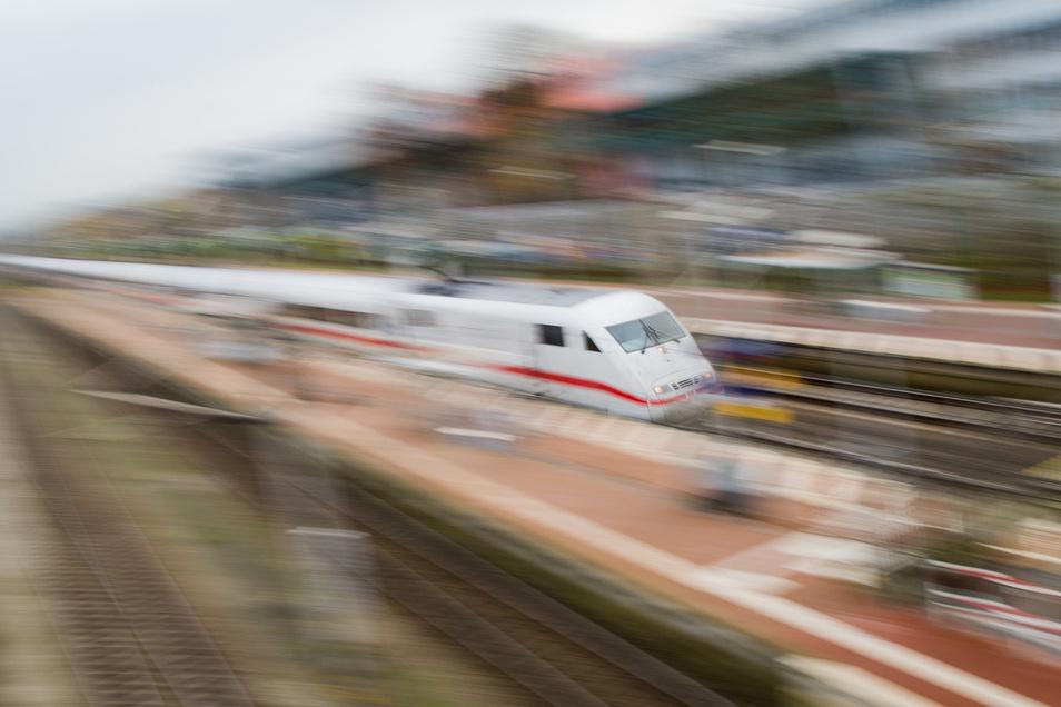 Die ICE-Schnellzüge können jetzt auf der Strecke Frankfurt-Köln wieder verkehren.