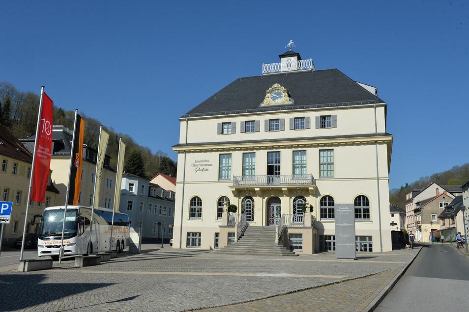 Das Deutsche Uhrenmuseum lädt in den Herbstferien zu Familienführungen ein.