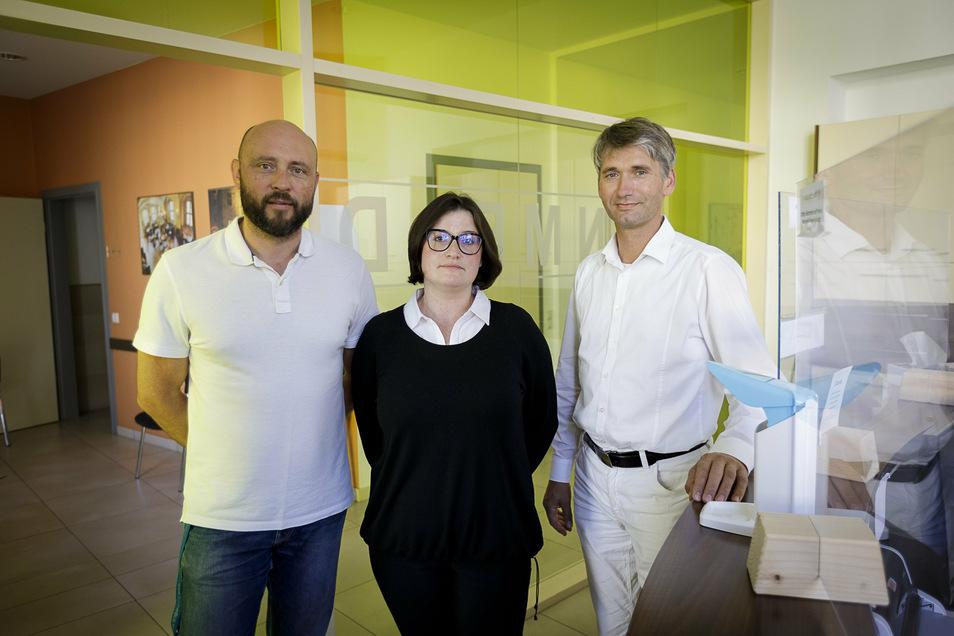 In der internistischen Hausarztpraxis von Przemyslaw Samborski, Ewa Fringes und Henry Hedrich (von links) gibt es die Krankschreibung per Telefon nicht.
