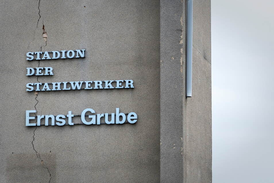 Das Ernst-Grube-Stadion war lange Spielstätte der BSG Stahl Riesa und ist mit den ruhmreichsten Zeiten des Riesaer Fußballs während der DDR-Zeit eng verknüpft.
