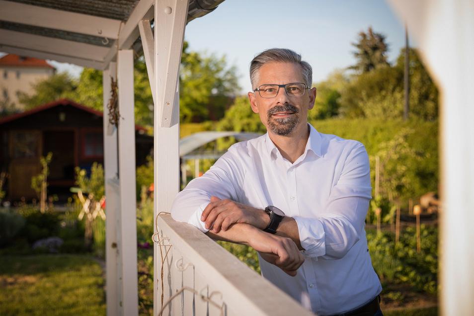 """Andreas Gesche, hier in seinem Kleingarten in Dresden, ist von Covid-19 genesen. der Hobbyläufer sagt: """"Es kann jeden treffen."""""""