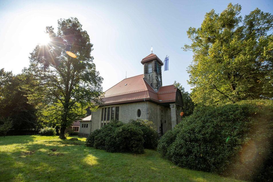 So schön sieht die sanierte Kirche in Graupa aus. Auch die Glocken wurden bereits wieder eingehängt.