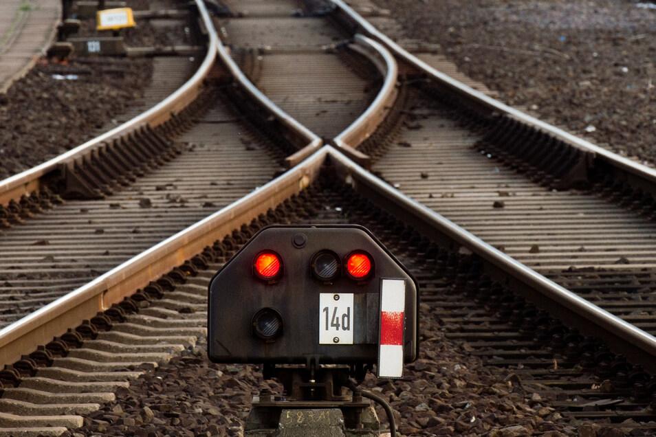 Die Deutsche Bahn will sukzessive alle Fernzuverbindungen in Deutschland einstellen.