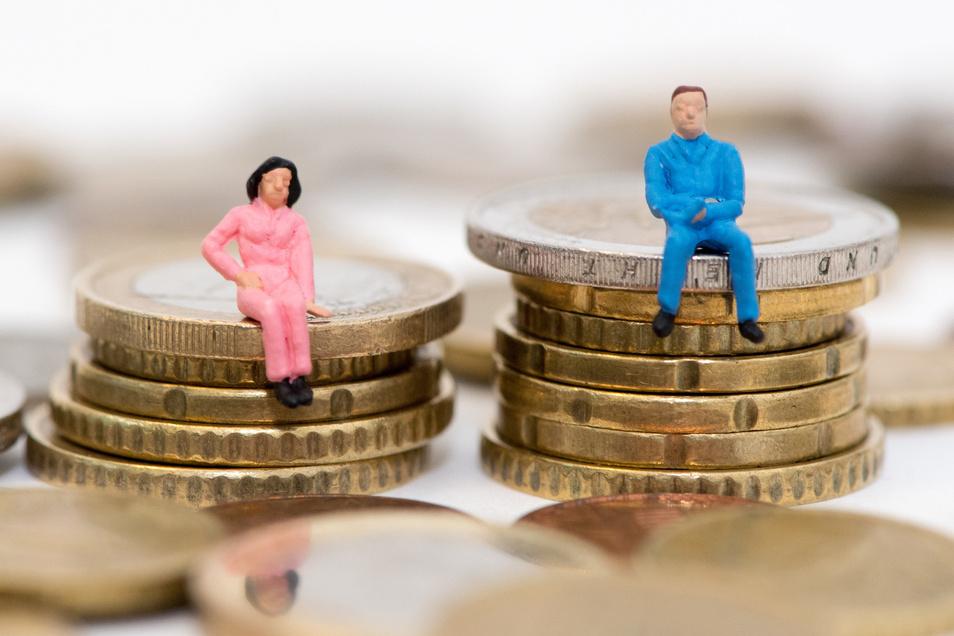 Die Lohnlücke zwischen den Geschlechtern fällt im Osten mit 7 Prozent deutlich geringer aus als im Westen mit 21 Prozent.