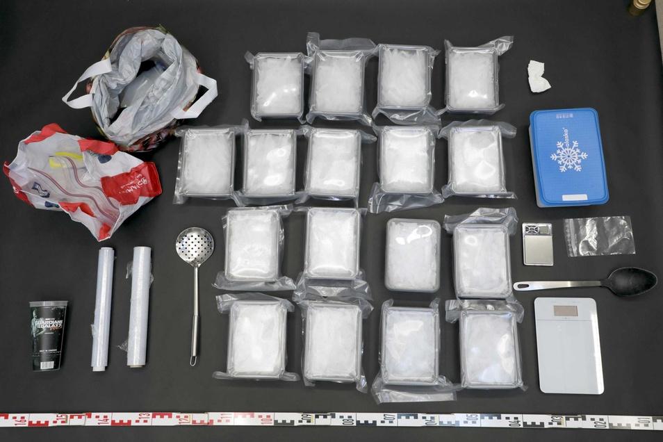 Blick auf die beschlagnahmten Drogen.