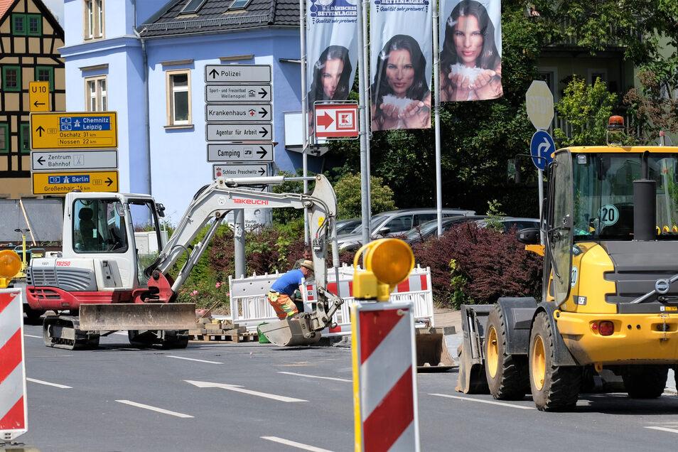 In der Fabrikstraße wird noch bis zum 19. Juni gebaut. Dazu ist die Straße stadteinwärts gesperrt, was zu langen Staus rund um den Beyerleinplatz führt.