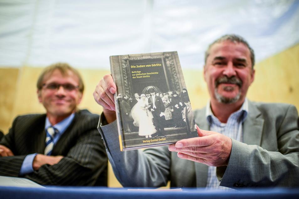 """Der Förderkreis Synagoge organisiert seit 2008 Führungen und Veranstaltungen, gab aber 2014 auch das Buch """"Die Juden von Görlitz"""" von Ratsarchivar Siegfried Hoche (l.) und Markus Bauer heraus."""