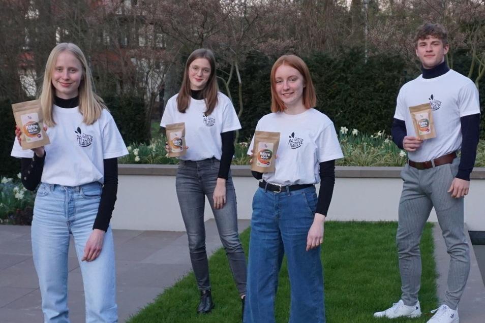 Emma Friedrichs, Louise Dobslaff, Johanna Riedel und Johann Ludewig haben es mit ihren Chips wieder weit nach vorne geschafft.