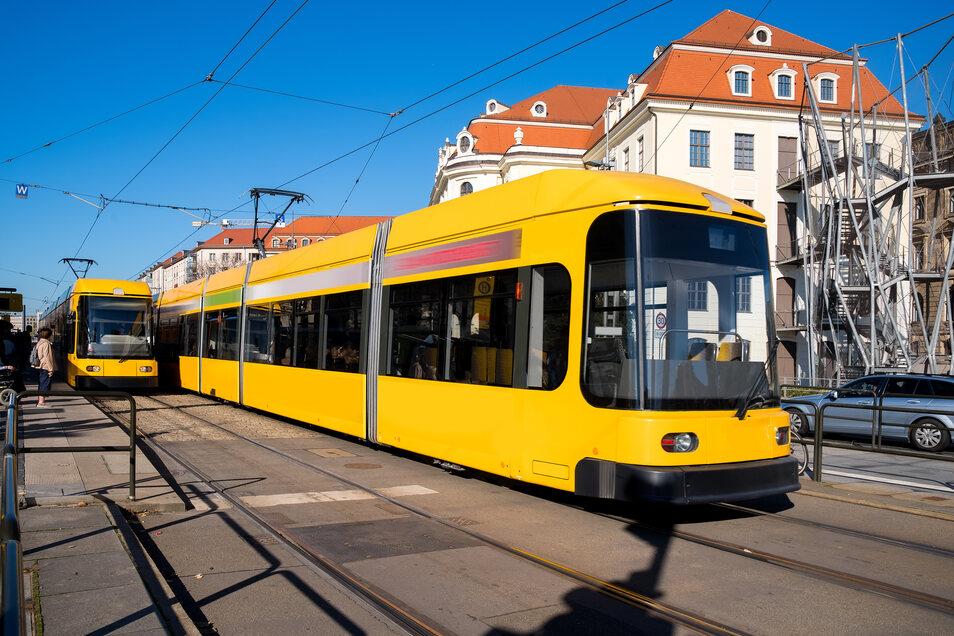 Wer schon immer mal selbst eine Straßenbahn steuern wollte, ist bei den Dresdner Verkehrsbetrieben richtig. Hier werden Azubis, aber auch Quersteinsteiger gesucht.