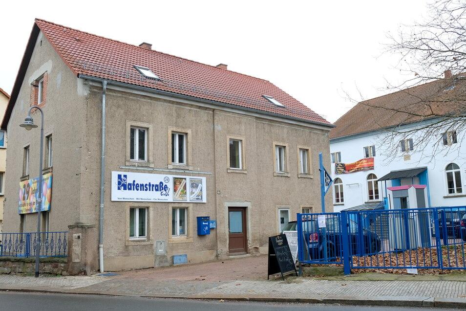 Das Vorderhaus an der Hafenstraße 28 ist in einem baulich schlechten Zustand.
