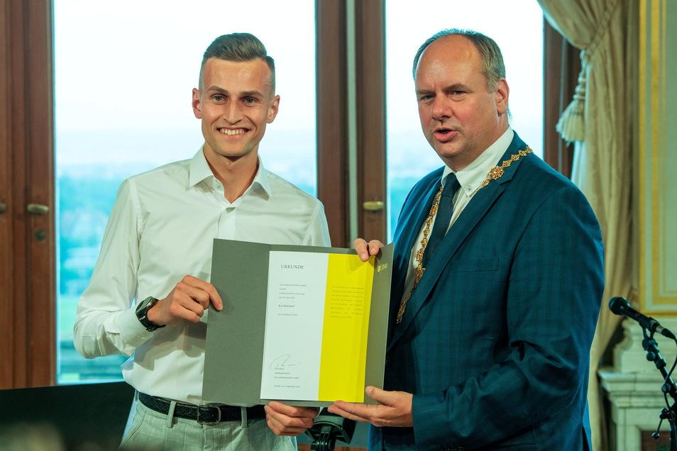 Hindernisläufer Karl Bebendorf erhielt von OB Dirk Hilbert einen Sonderpreis der Stadt Dresden.