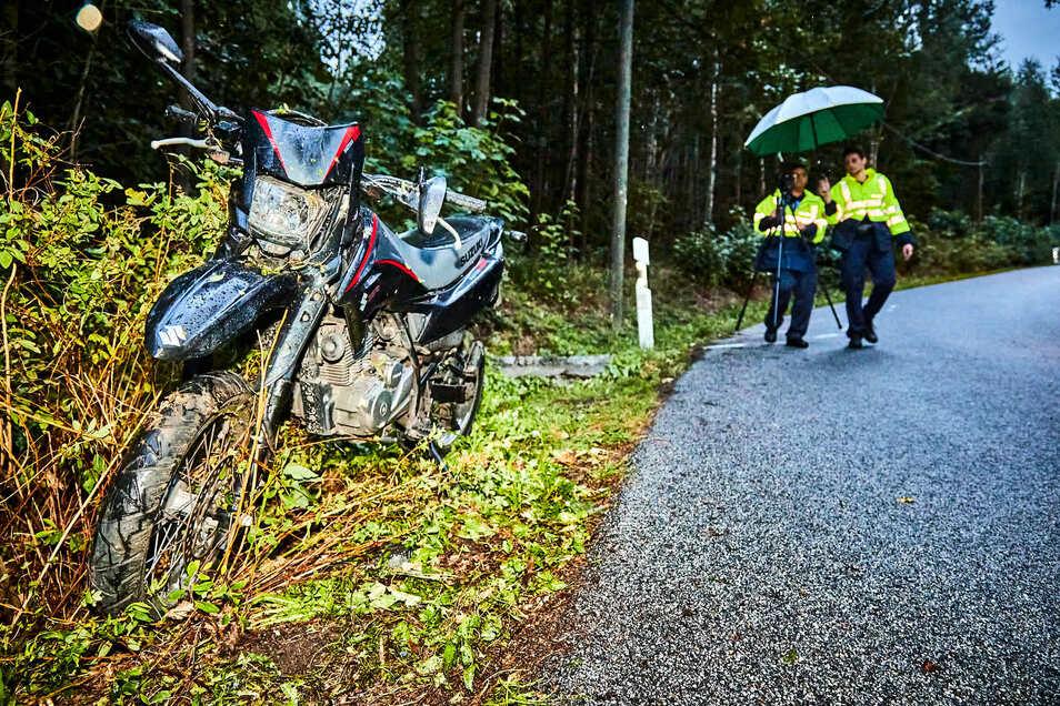 Bei dem Unfall wurde die Motorradfahrerin schwer verletzt.