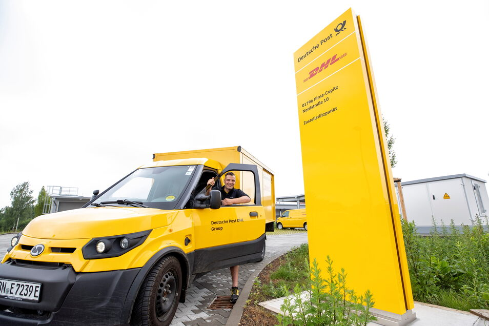 Benno Krahl mit einem E-Scooter: Ab vierten Quartal 2021 wird in Pirna die gesamte Fahrzeugflotte auf diese Elektromobile umgestellt.