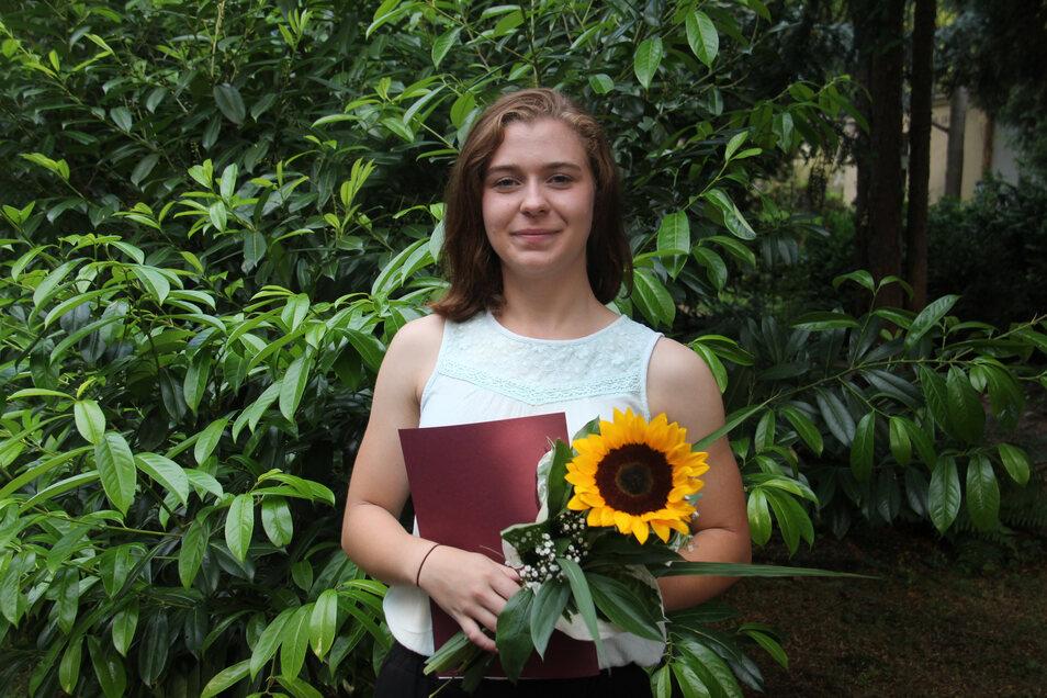 bei der Auszeichnung der besten Schüler des Evangelischen Schulzentrums Gaußig erhielt die Zwölftklässlerin Pauline Thonig einen Büchergutschein.