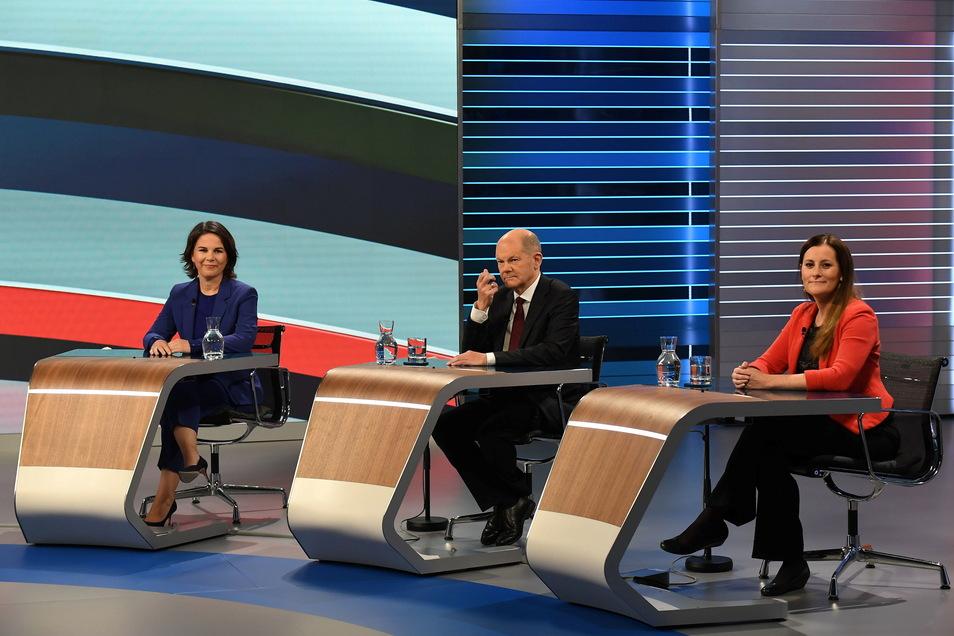 Annalena Baerbock (l. Grüne), Olaf Scholz (SPD) und Janine Wissler (Linke): Differenzen werden sichtbar.